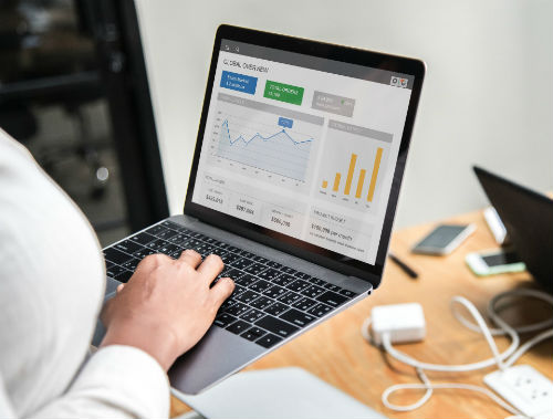 Departamentele in care se folosesc sistemele CRM: vanzari, comercial, marketing sau client-service